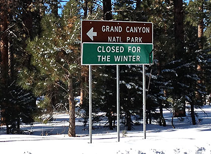 Grand Canyon Natl Park: Closed for the Winter sign
