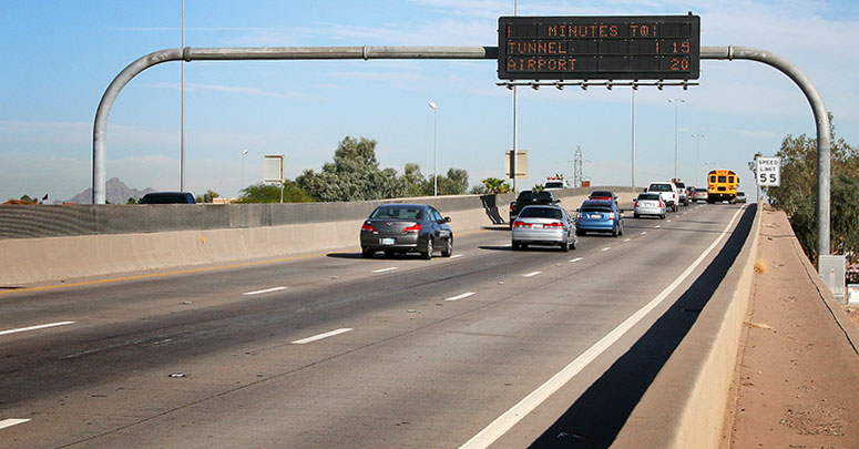 Highway overhead message sign