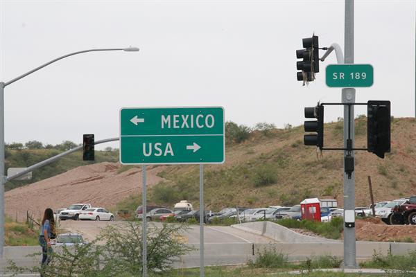 Mexico - USA sign