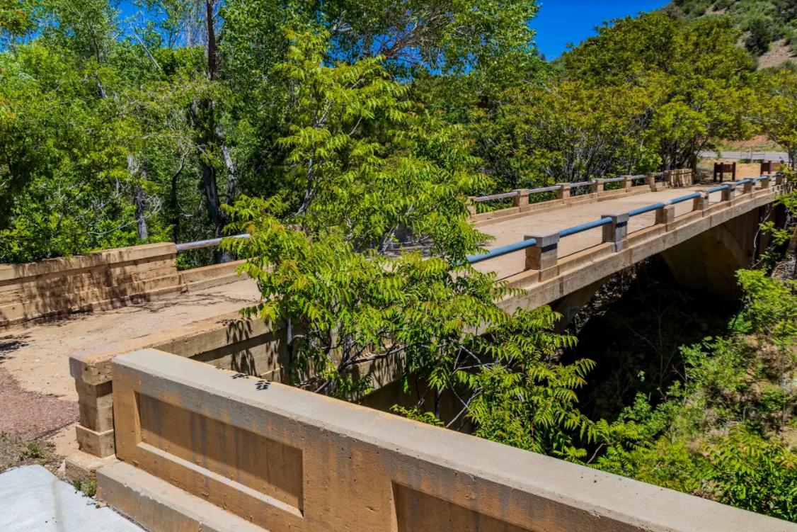 Black Canyon Highway pedestrian bridge