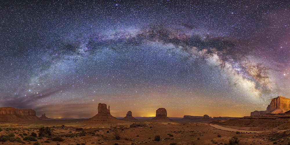 Photo of Milky Way arching over Monument Valley