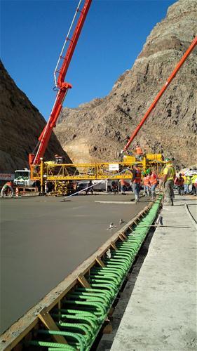 ADOT crews laying bridge deck on I-15 bridge
