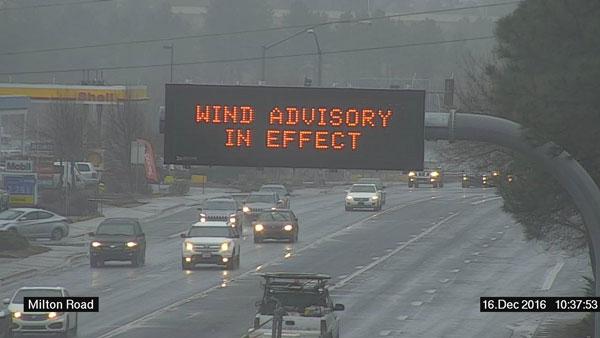 Message Board over Milton Rd in Flagstaff, AZ: Wind Advisory in Effect