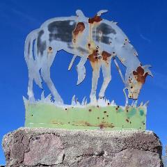 Representation of Tom Mix's Horse atop the Tom Mix Memorial