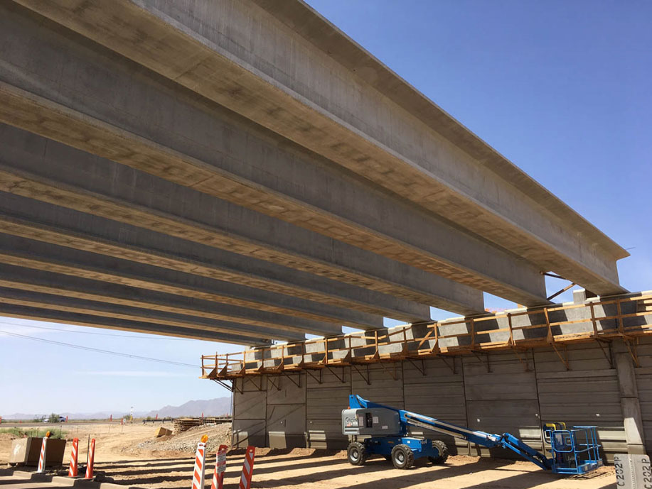 South Mountain Freeway - construction of an overpass